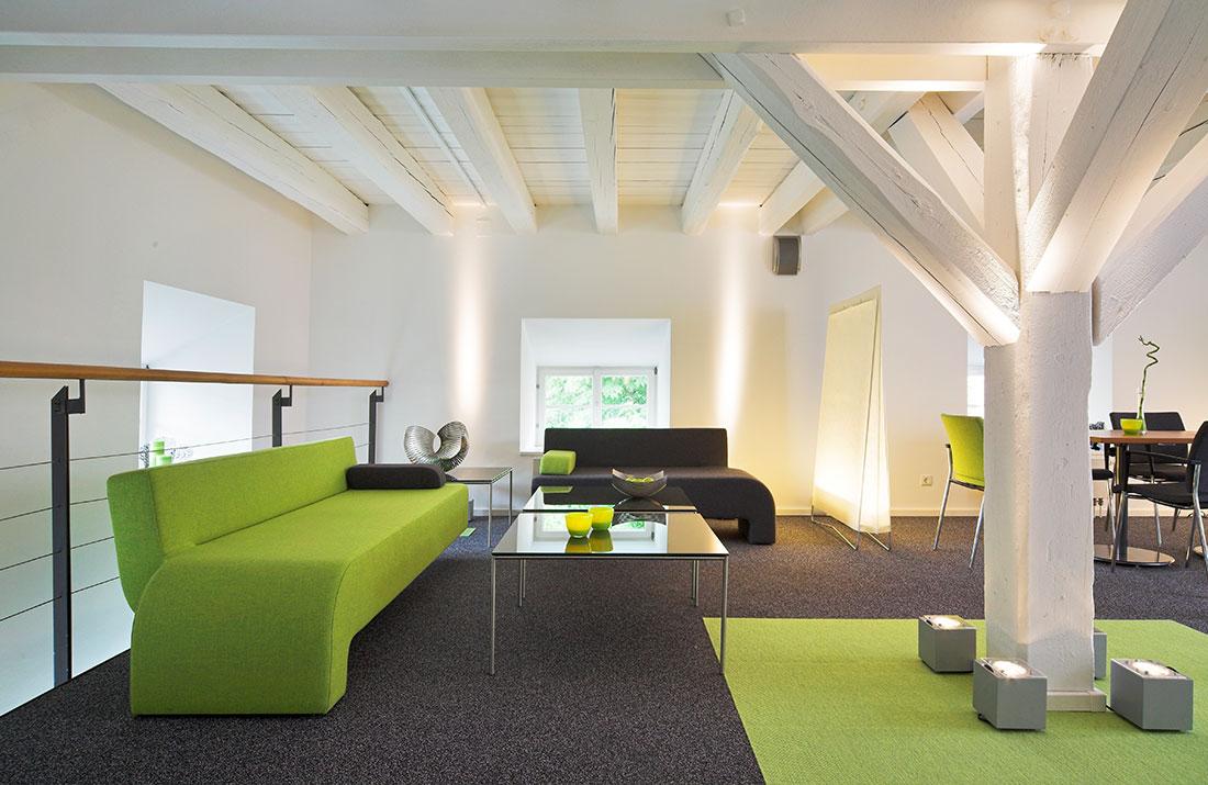 Abbildung einer Lounge zum Sitzen
