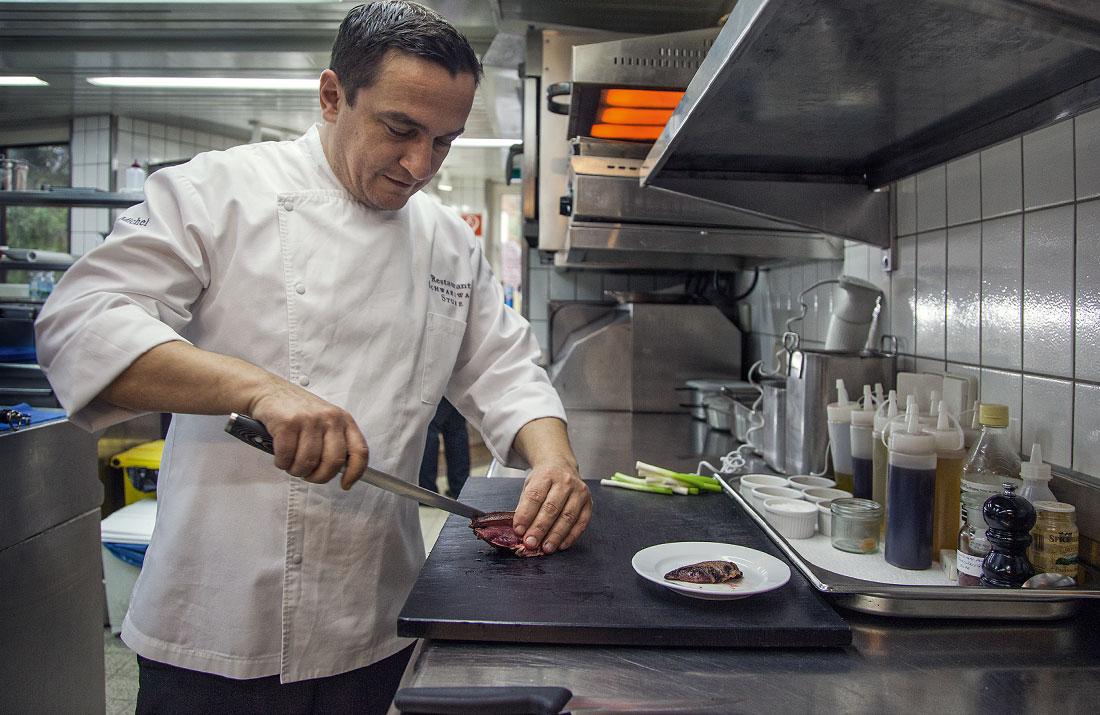 Torsten Michel beim Kochen in der Schwarzwaldstube