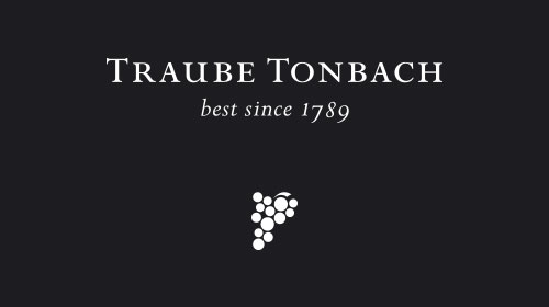 Logo Hotel Traube Tonbach auf schwarzem Hintergrund