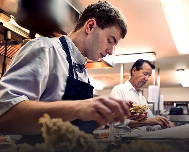 Koch bei der Arbeit in der Traube Tonbach